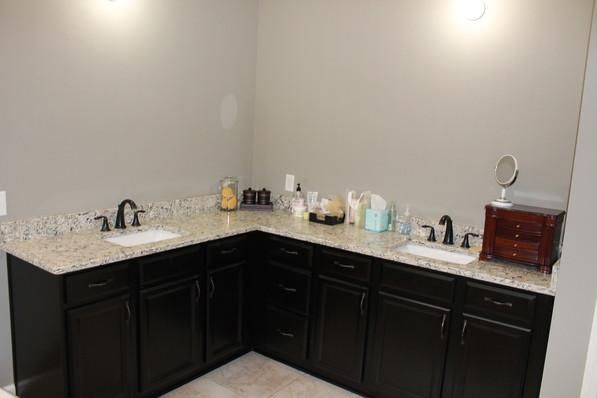 9284 (16) Master Bathroom.JPG