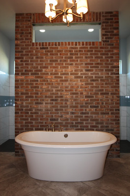 9261 (16) Master Bathroom Tub.JPG