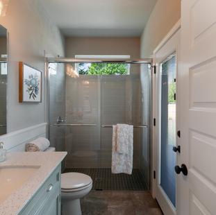 9294 (15) Bathroom 2.jpg