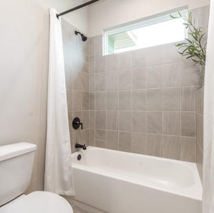 9323 (24) Bathroom 3.jpg