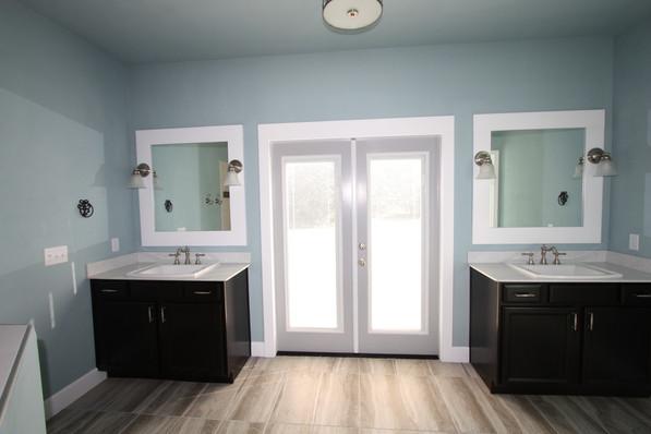 9274 (13) Master Bathroom.JPG