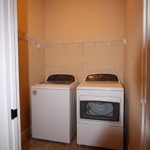 9249 Memphis (14) Laundry Room.JPG