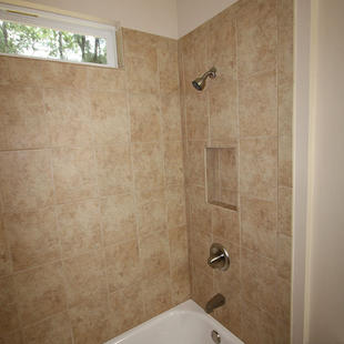 9253 West Palm (18) Bathroom 2 Tub.JPG