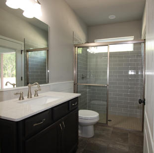 9310 (13) Bathroom 3.jpg
