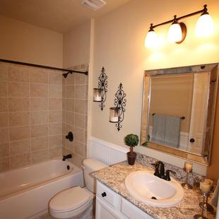 9252 (22) Hall Bathroom.JPG