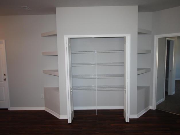 1011 Storage
