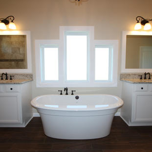 9267 (16) Master Bathroom.JPG