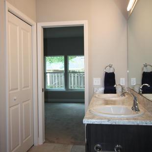 9296 (10) Master Bathroom.JPG