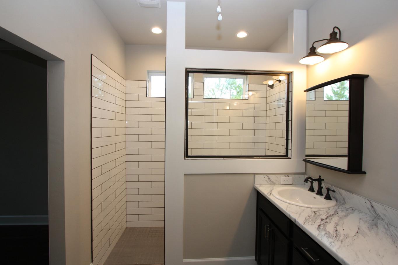 9293 Master Bathroom