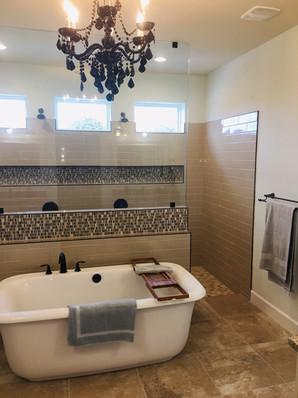 9292 (14) Master Bathroom.jpg
