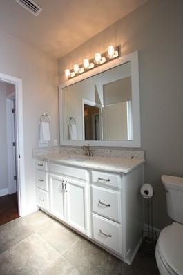 9295 (18) Bathroom 2.JPG