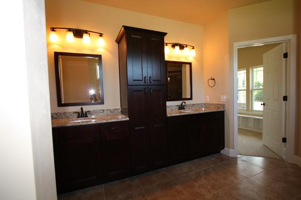 9249 Memphis (23) Master Bathroom.JPG