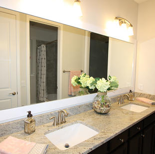 9260 (11) Jack & Jill Bathroom.JPG