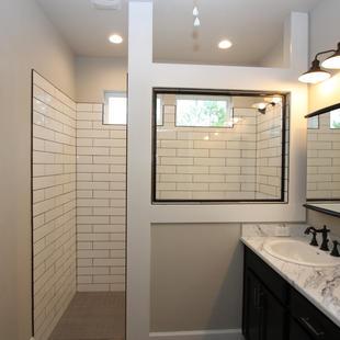 9293 (00) Master Bathroom.JPG
