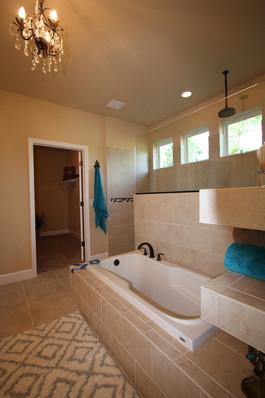 9252 (20) Master Bathroom.JPG