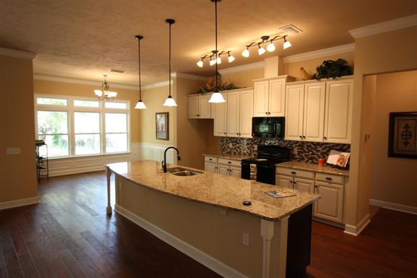 9242 (08) Kitchen.jpg