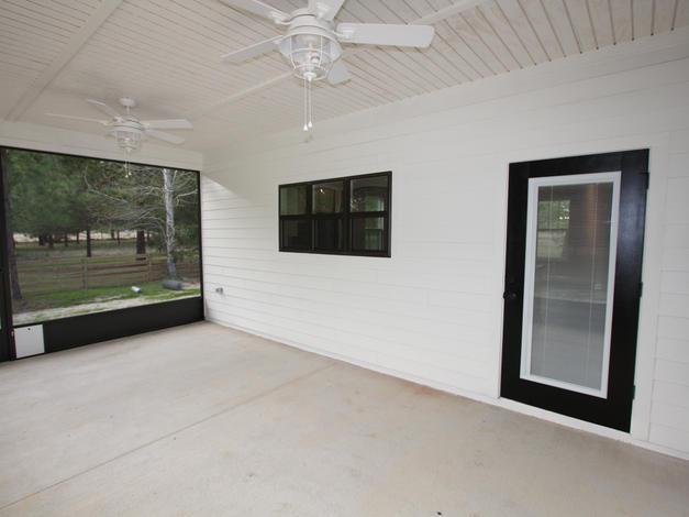 9293 (29) Porch.JPG