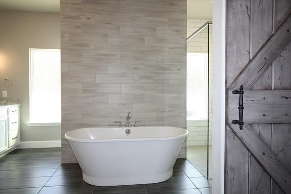 9310 (08) Master Bathroom.JPG