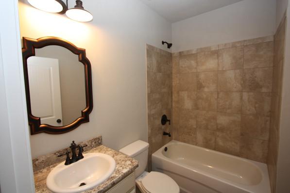 9293 (26) Bathroom 2.JPG