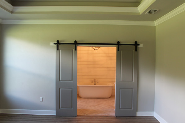 9287 (14) Master Bathroom Doors.JPG