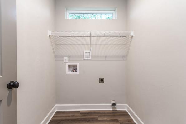 9318 (21) Laundry Room.JPG