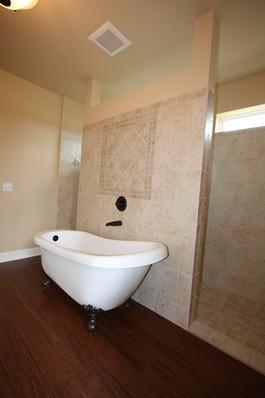 9250 (20) Master Bathroom.JPG