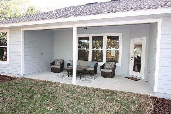 9256 (22) Back Porch.JPG
