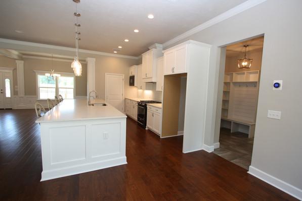 9295 (05) Kitchen.JPG