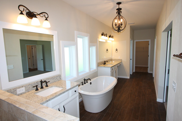 9267 (19) Master Bathroom.JPG