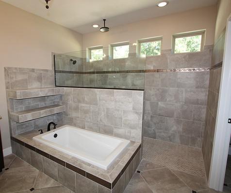 9259 (11) Master Bathroom.JPG