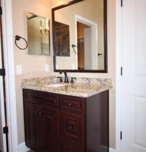 9251 (18) Master Bathroom.JPG