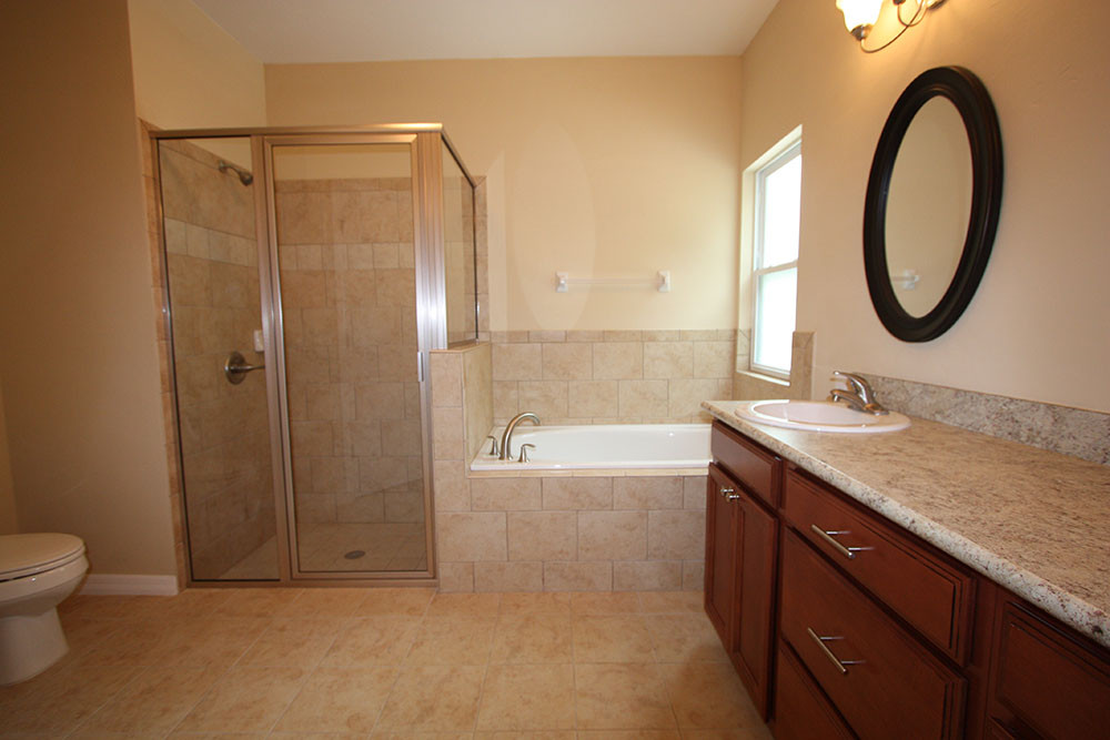 9254 Master Bathroom Shower and Tub