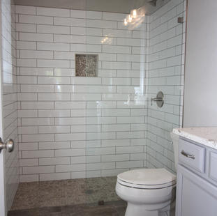 9295 (22) Bathroom 3.JPG