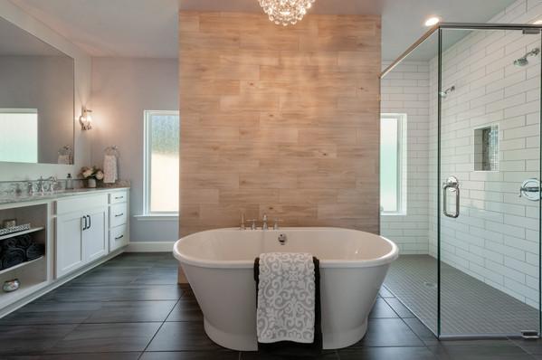9294 (10) Master Bathroom Tub.jpg