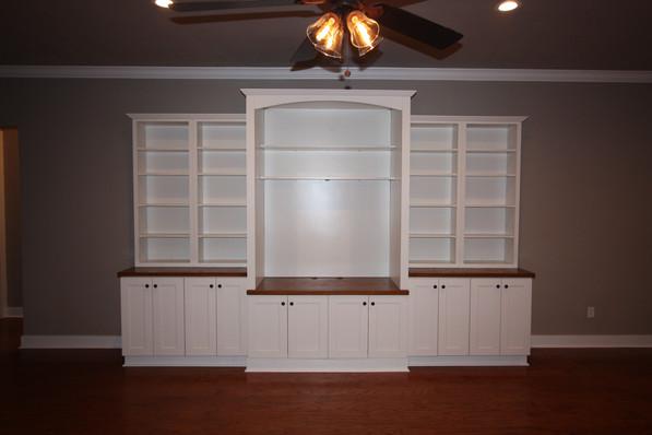 9273 (06) Living Room Built-in.JPG