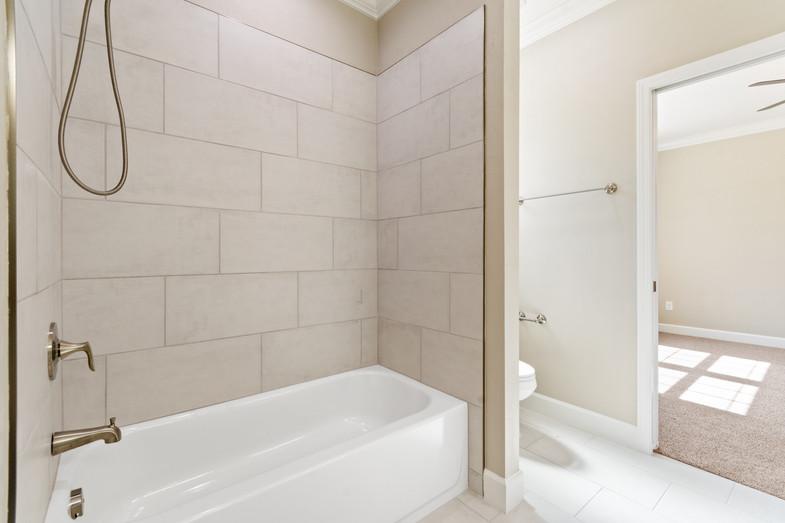 9320 (44) Bathroom 2.JPG