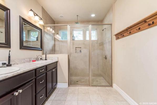 9258 (10) Master Bathroom Shower.jpg