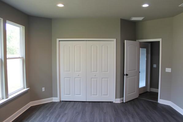9284 (21) Bedroom.JPG