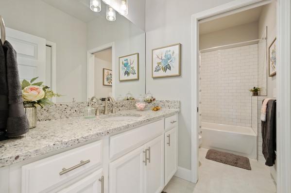 9309 (08) Bathroom 2.jpg