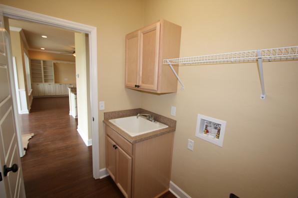 9250 (15) Laundry Room.JPG