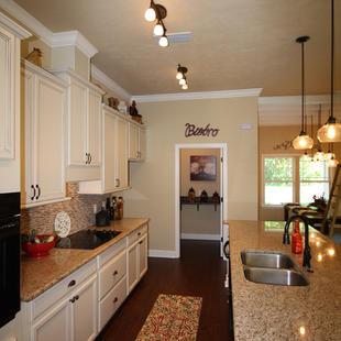 9252 (15) Kitchen.JPG