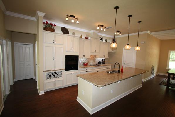 9252 (11) Kitchen.JPG