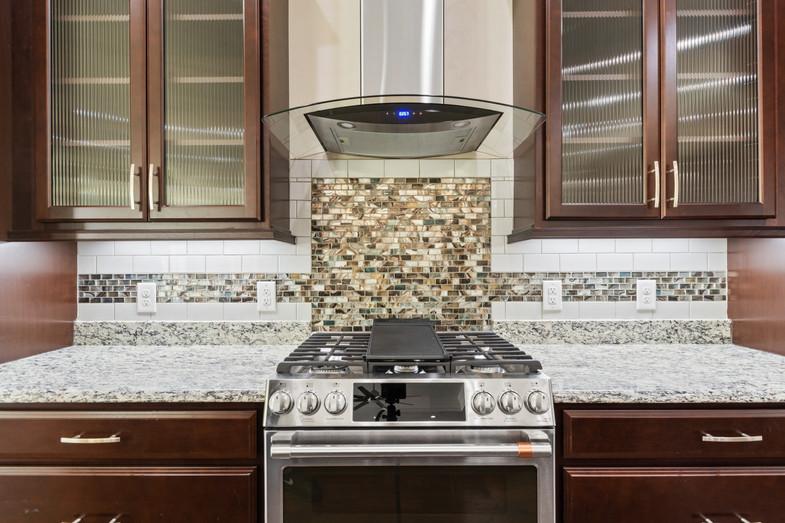 9320 (20) Kitchen.JPG