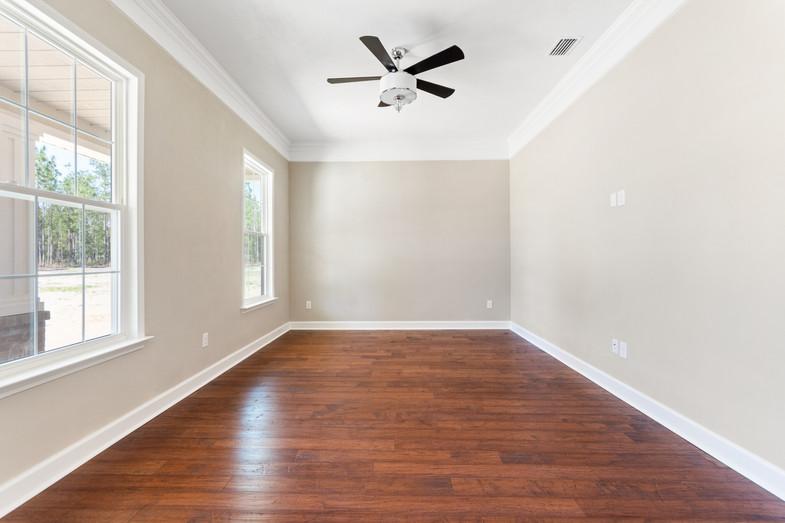 9320 (07) Living Room.JPG