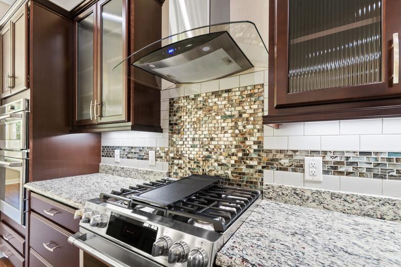 9320 (19) Kitchen.JPG