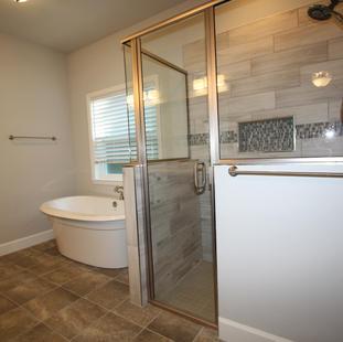9301 (09) Master Bathroom.JPG