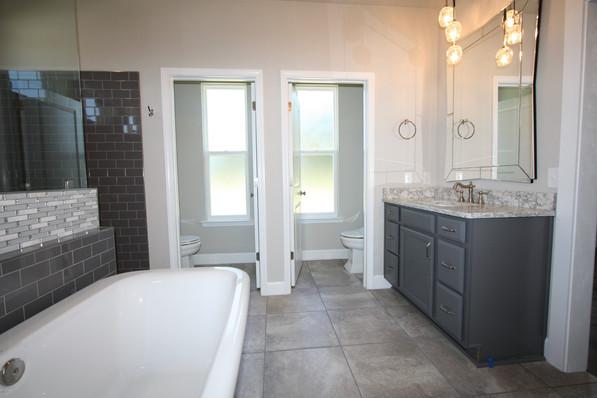 9295 (00) Master Bathroom.JPG