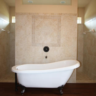 9250 (19) Master Bathroom.JPG