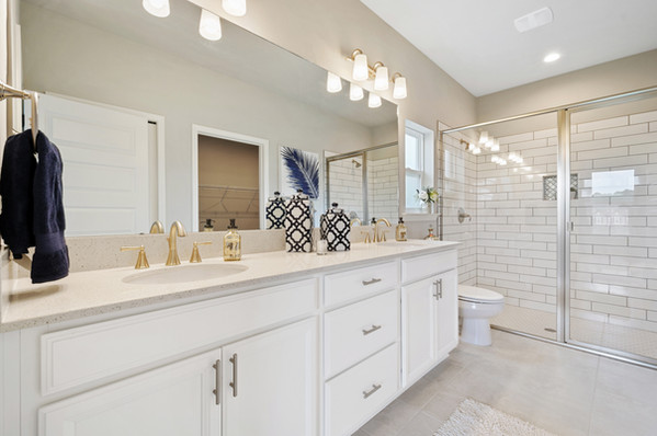 9309 (00) Master Bathroom.jpg