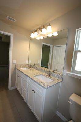 9270 (05) Master Bathroom.JPG